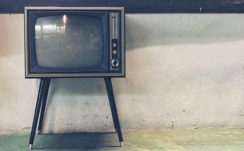 Samotny odpoczynek przed tv, lub niedzielne serialowe popołudnie, umila nam czas wolny oraz pozwala się zrelaksować.